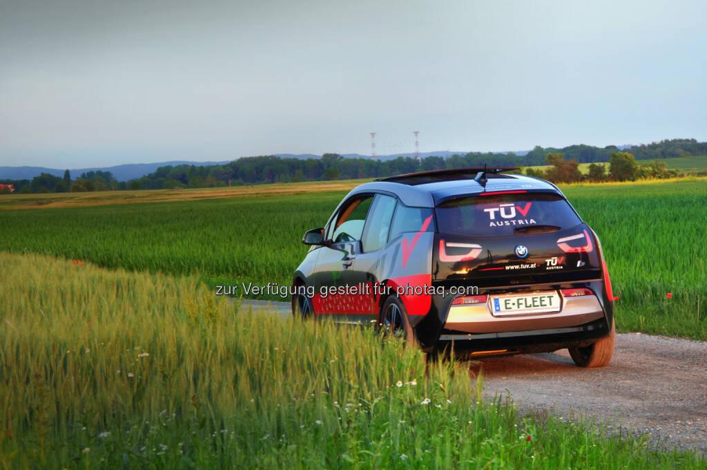 Exklusive Kooperation von Raiffeisen-Leasing Fuhrparkmanagement und TÜV Austria Automotive - Kooperation Raiffeisen-Leasing mit TÜV AUSTRIA bei E-Fahrzeugen (Bild: Andreas Amsüss / Georg Trummer/ TÜV), © Aussendung (30.06.2017)