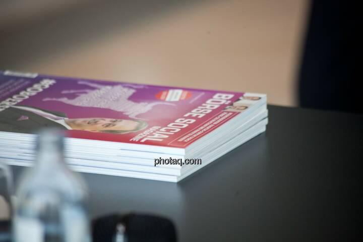 Börse Social Magazine gestapelt