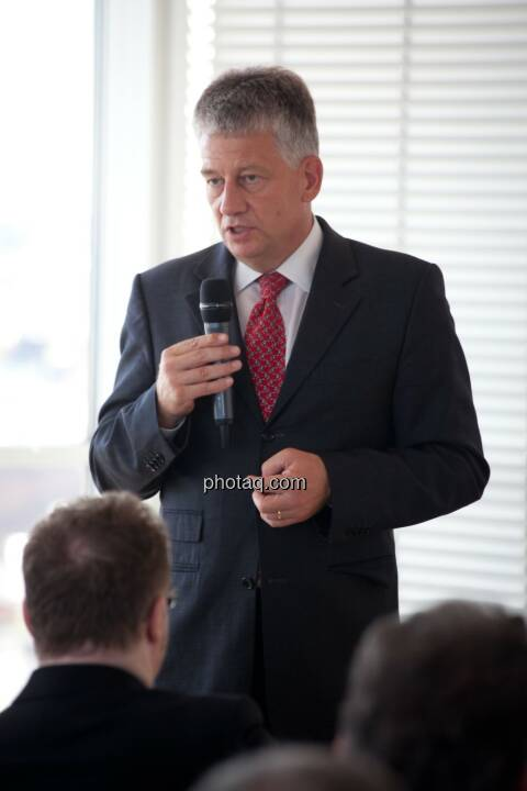 Tjark Schütte (Vice President IR, Deutsche Post)
