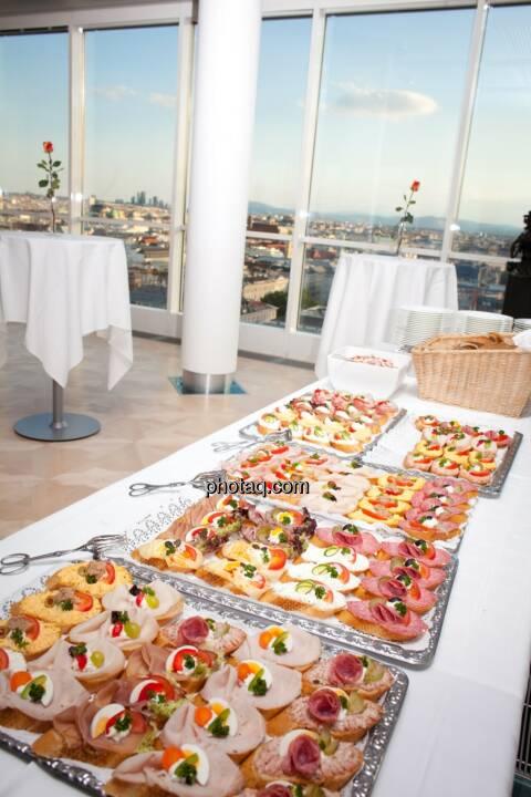 Buffet, Brötchen, Essen, gedeckter Tisch