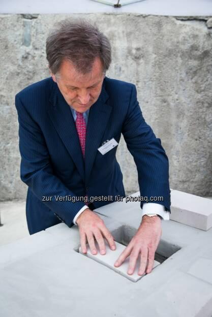 Eduard Zehetner Bausteine: Grundsteinlegung für das Immofinanz-Bürogebäude Nimbus in Warschau , &copy; Immofinanz via <a href=