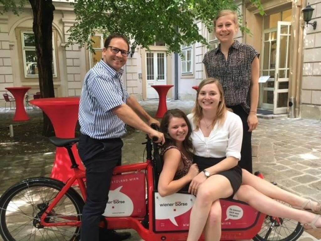 Die Wiener Börse bringt Bewegung in den 1. Bezirk! Jetzt gratis unser Bullitt-Lastenrad ausborgen und losradeln. Und so funktioniert's: https://lnkd.in/gz944-G  (18.07.2017)