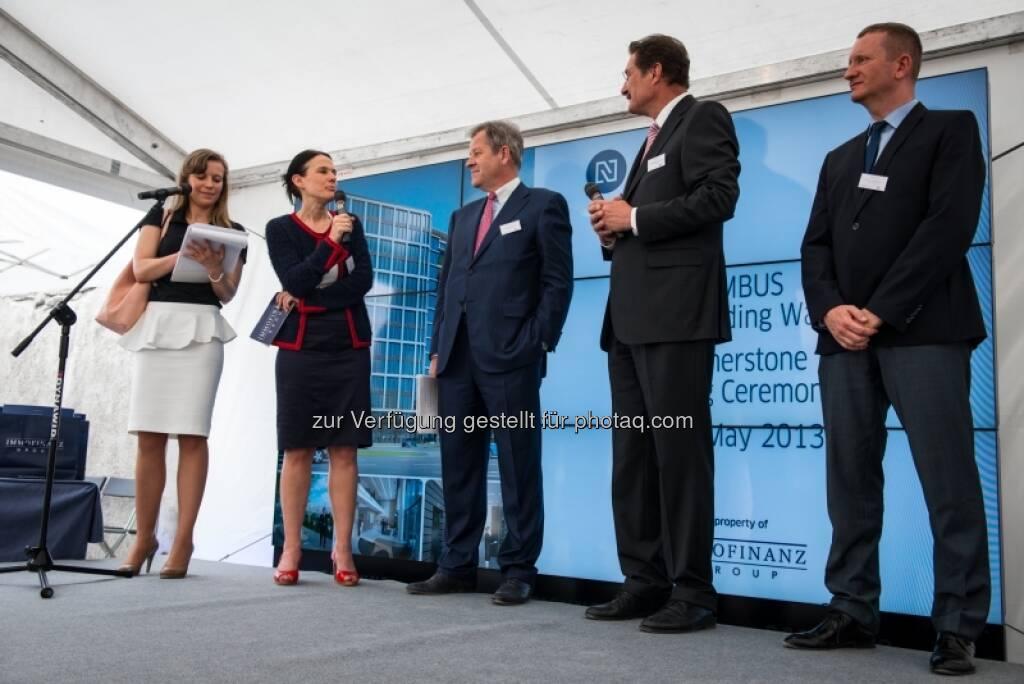 Bettina Schragl, Eduard Zehetner (Mitte), Porr-Bau-Geschäftsführer Franz Scheibenecker und Architekt Marek Tryzybowicz, &copy; Immofinanz via <a href=