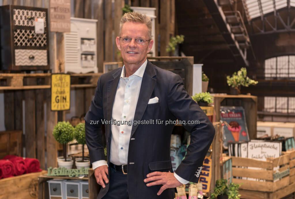 Dirk Herzig / Geschäftsführer lipo - Lipo Möbelhandels GmbH: Die Schweizer kommen nach Ansfelden! Und jetzt können sich auch die Oberösterreicher endlich wirklich frech günstig einrichten (Fotocredit: Lipo Möbelhandels GmbH), © Aussender (26.07.2017)