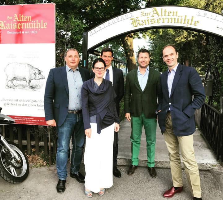Gesprächspartner v.li.: Hannes Roither (Palfinger), Bettina Schragl (Immofinanz), Michael Oplustil (Uniqa), Martin Foussek, Thomas Niss (Own Austria)