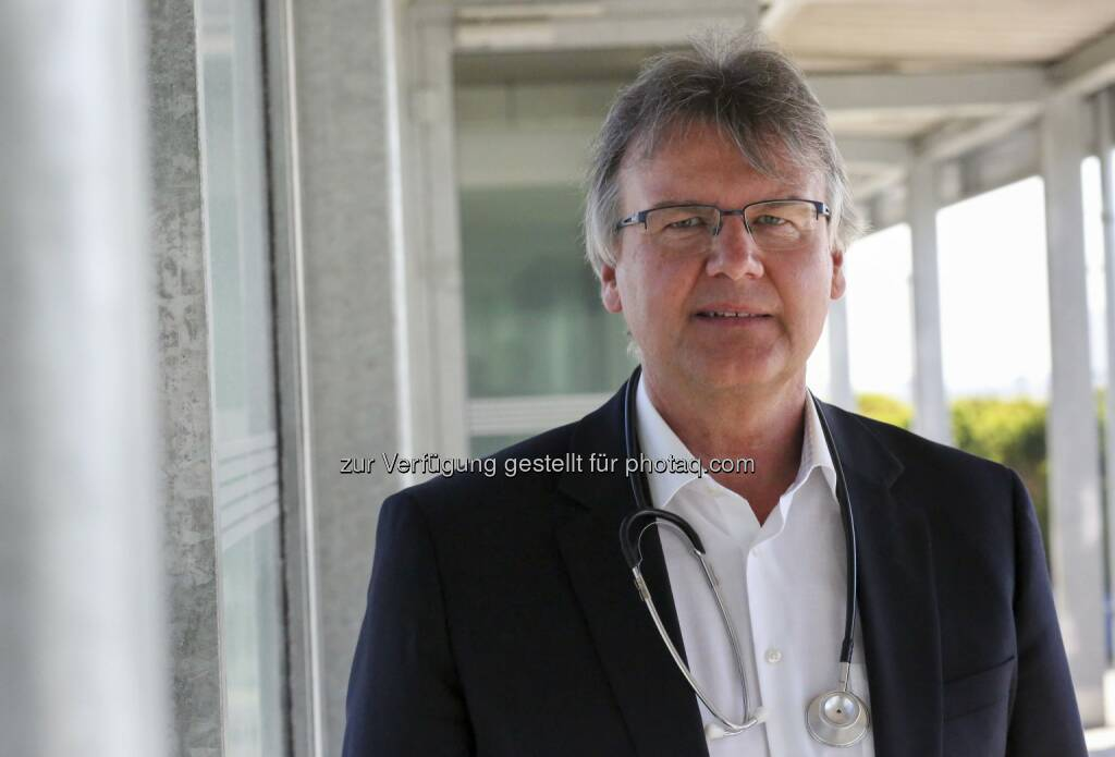 Dr. Peter Kritscher, UNIQA Arbeitsmediziner - UNIQA Insurance Group AG: UNIQA zum Welt-Hepatitistag: Maßhalten und schützen (Fotograf: UNIQA / Gregor Bitschnau / Fotocredit: UNIQA), © Aussender (27.07.2017)