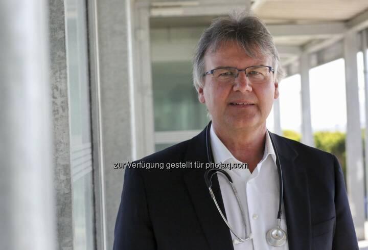 Dr. Peter Kritscher, UNIQA Arbeitsmediziner - UNIQA Insurance Group AG: UNIQA zum Welt-Hepatitistag: Maßhalten und schützen (Fotograf: UNIQA / Gregor Bitschnau / Fotocredit: UNIQA)