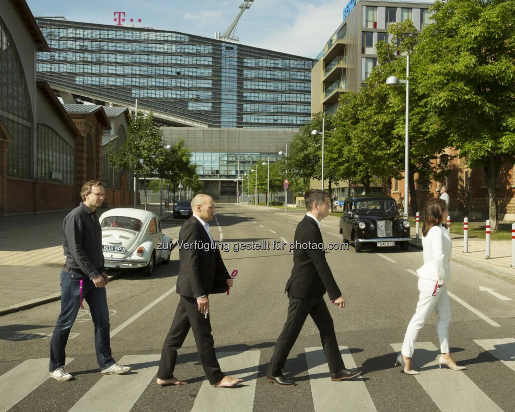 Andreas Bierwirth, CEO, Rüdiger Köster, CTO, Gero Niemeyer, CFO, Maria Zesch, CCO  - T-Mobile: Mach's den Beatles nach: T-Mobile ruft auf zur #AbbeyRoadChallenge (Fotograf: Marlena König / Fotocredit: T-Mobile), © Aussender (27.07.2017)