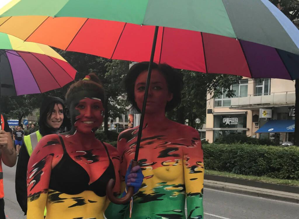 Regenbogenparade 2017 Wien: Regenschirm, © diverse photaq (30.07.2017)
