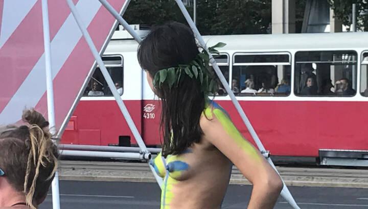 Strassenbahn Blick Naked Bike Ride