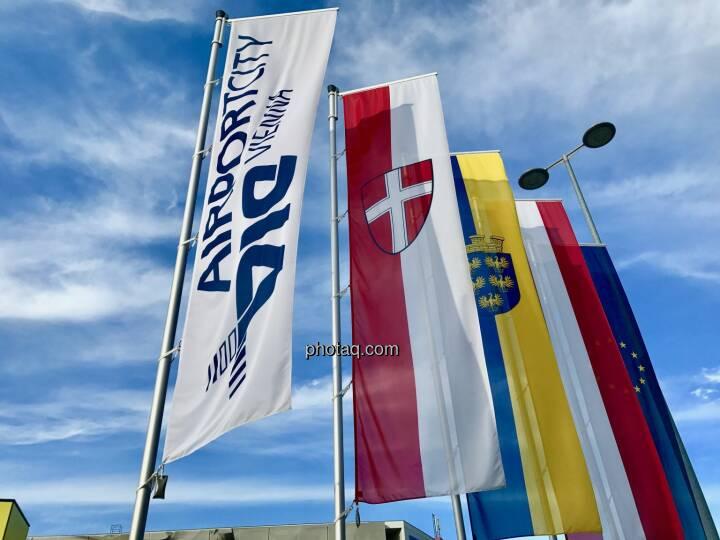 Flughafen Wien, Airport City, Flaggen Wien, Niederösterreich, EU