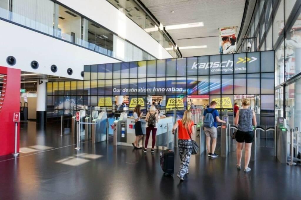 Kapsch Megaboard am Flughafen Wien (06.08.2017)