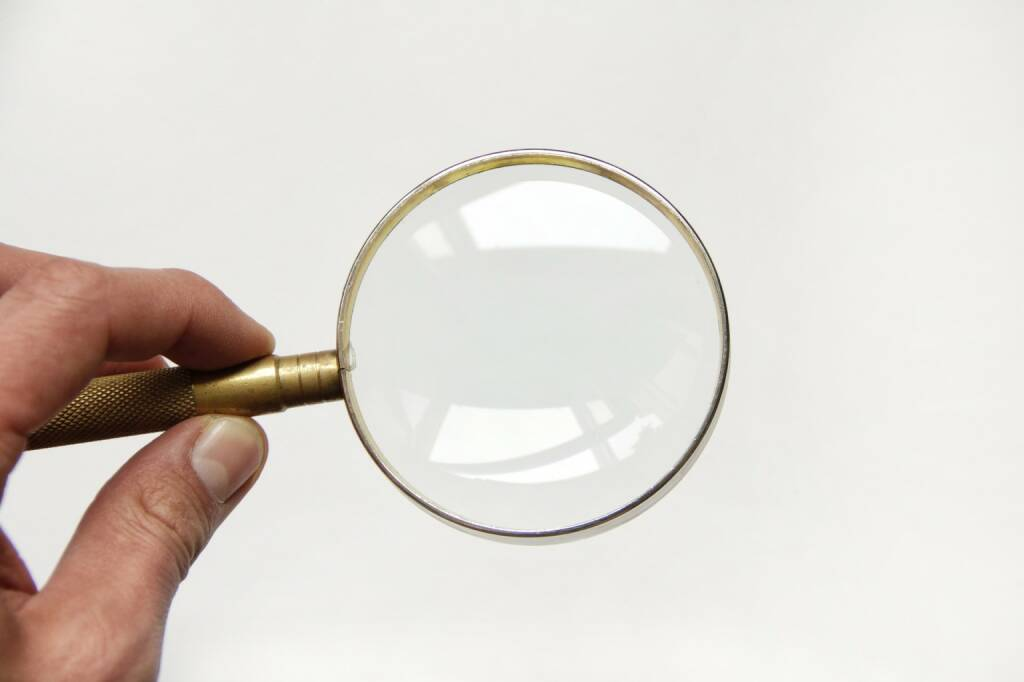 Lupe, Fokus, Blick, Vergrößern, Groß, Mikroskop (Bild: Pixabay/coyot https://pixabay.com/de/lupe-glas-vergrößern-suche-flüge-1714172/ ) (07.08.2017)