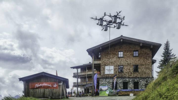 """Naturfreunde Österreich und IONICA stellen die """"E-Drohne"""" vor, Drohne, Hütte, Fotocredit: Naturfreunde Österreich"""