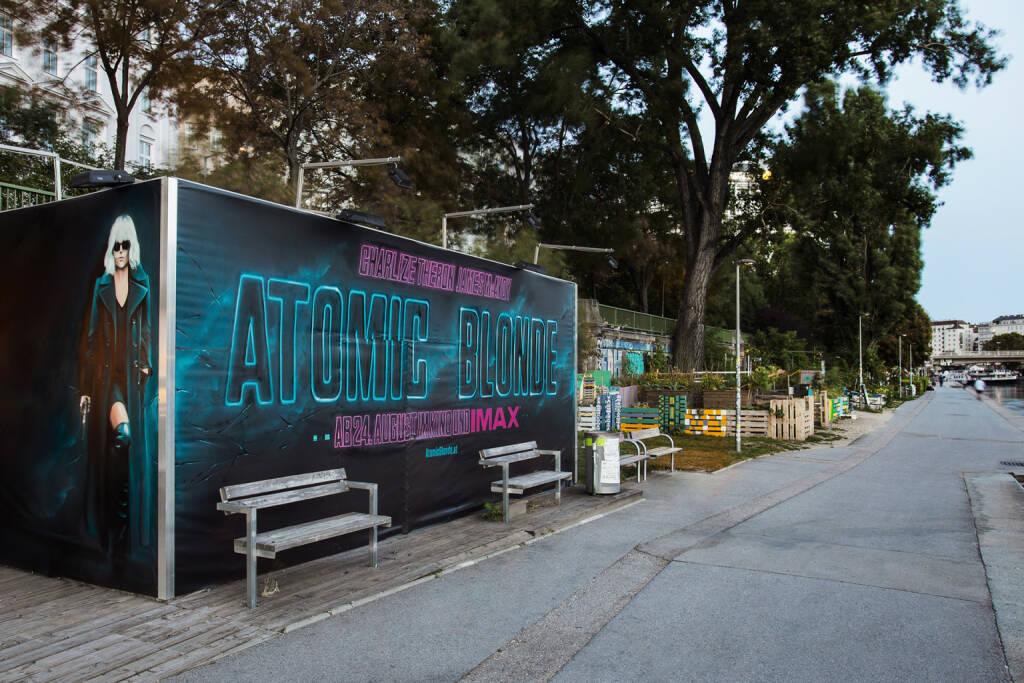 Rotkäppchen & Goliath:  Graffiti Werbung für Universal Pictures zum Kinostart von Atomic Blonde, Donaukanal, Foto: Ákos Vincze/Rotkäppchen & Goliath, © Josef Chladek/photaq.com (25.08.2017)