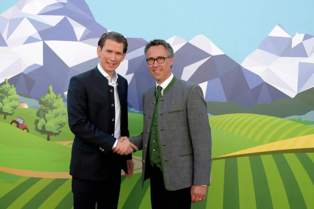 Sebastian Kurz mit Georg Strasser, der mit 99,1 Prozent zum neuen Bauernbund-Präsident gewählt wurde, Bild: Christian Mueller, © Aussender (28.08.2017)