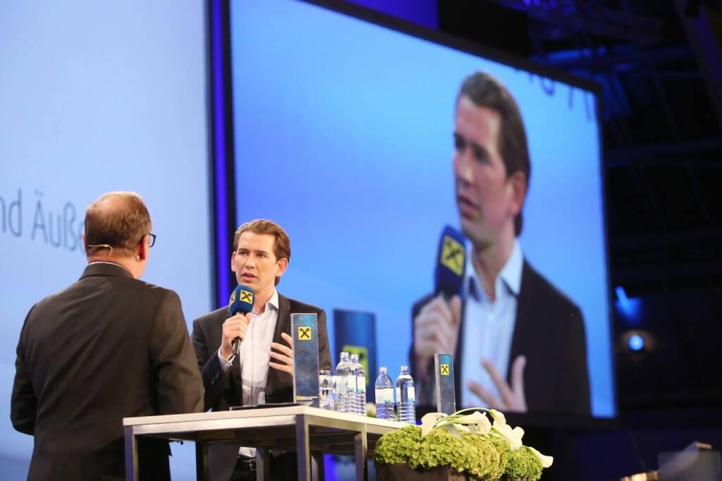 """Außenminister Sebastian Kurz bei """"Minister im Dialog"""" der RLB OÖ im Design Center; Foto: RLB OÖ/Strobl (06.09.2017)"""