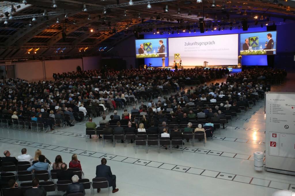 Rund 2.200 interessierte Gäste bei Minister im Dialog mit Sebastian Kurz im Design Center Linz; Foto: RLB OÖ/Strobl (06.09.2017)