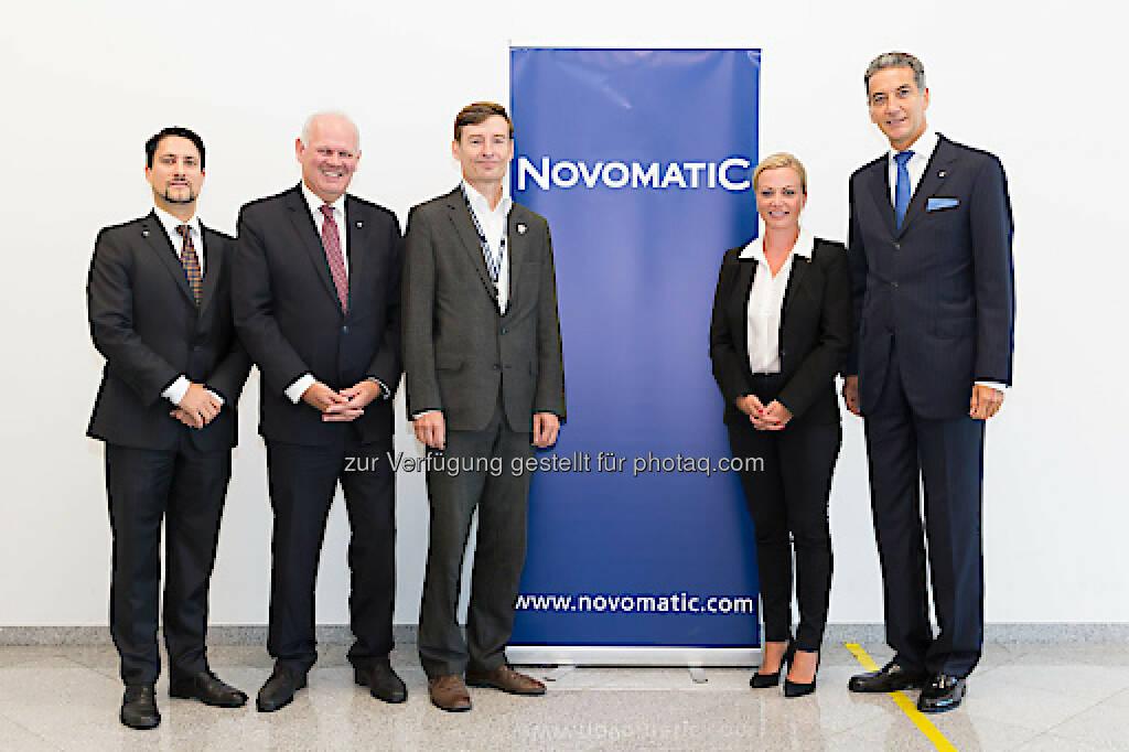 Im September 2017 fand der dritte NOVOMATIC Health Day im Headquarter in Gumpoldskirchen statt. Foto: Novomatic, vlnr: Mag. Philipp Gaggl (Leiter Group Corporate Responsibility & Sustainability, NOVOMATIC), Dr. Klaus Niedl (Head of Group Human Resources, NOVOMATIC), DI Herbert Schlossnikl, MBA (Vorstand Vöslauer), Dr. Monika Poeckh-Racek (Vorstandsvorsitzende ADMIRAL Casinos & Entertainment AG), Mag. Harald Neumann (Vorstandsvorsitzender NOVOMATIC AG), Foto: Novomatic; Fotograf: THOMAS MEYER (08.09.2017)
