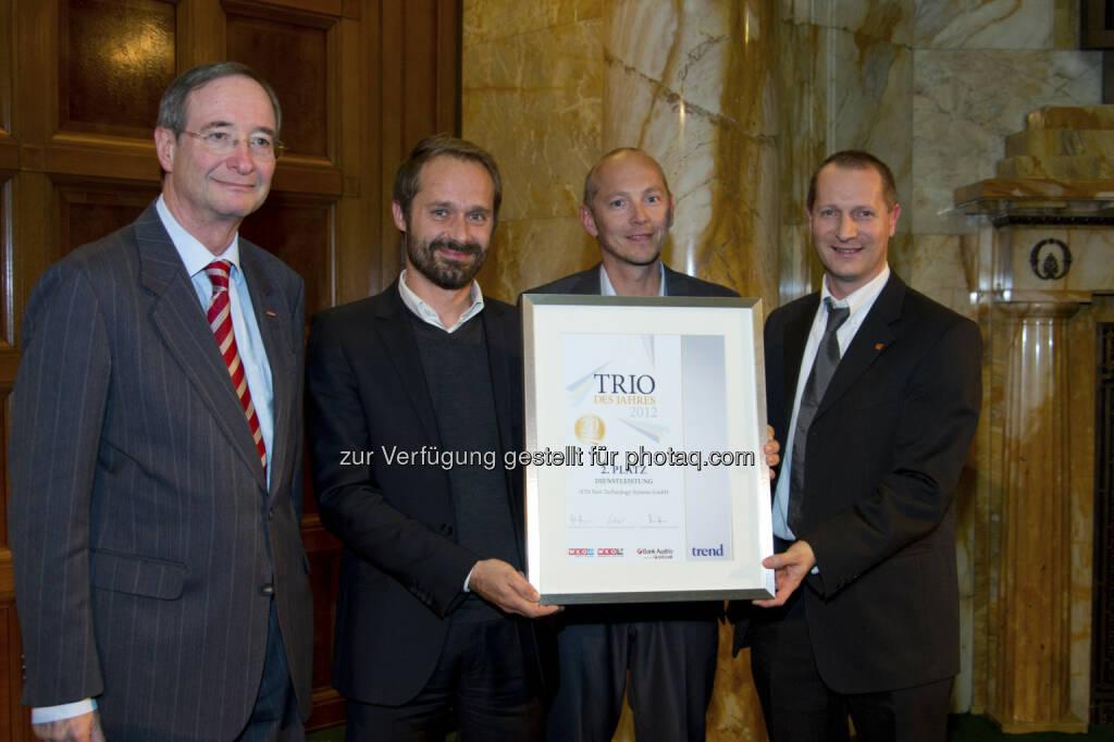 NTS ist Preisträger bei Trio des Jahres 2012: Christoph Leitl (Präsident WKO), Günther Schrammel (CEO NTS), Rudolf Krammer (Marketingleiter NTS), Günther Schrammel (Leiter Produktmanagement NTS) (c) WKO/ fotoweinwurm (15.12.2012)
