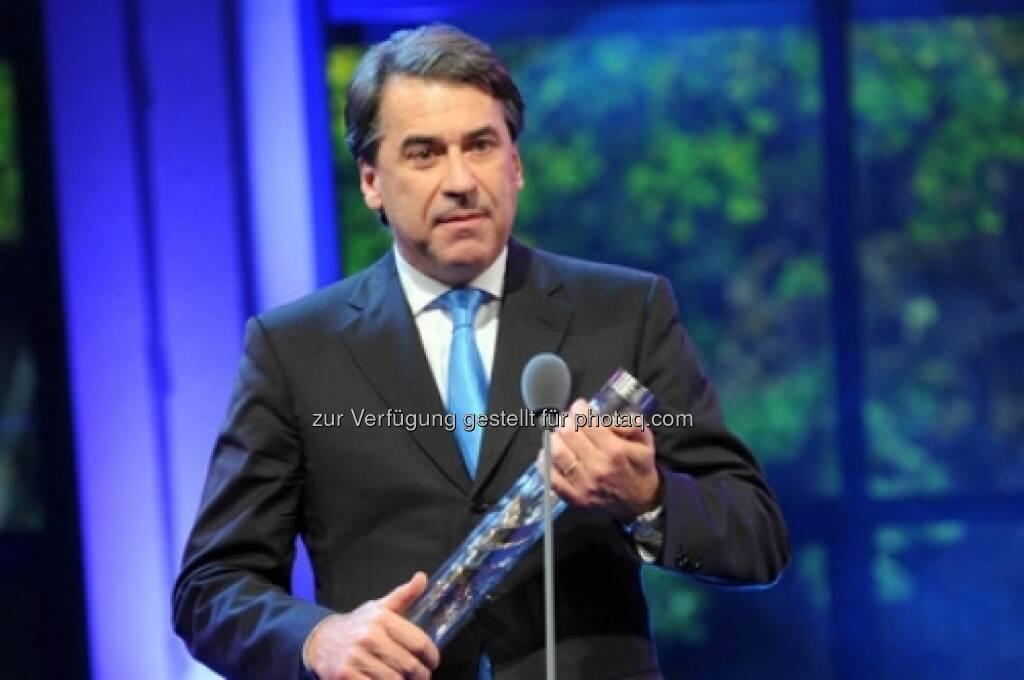 Stefan Pierer, Vorstandsvorsitzender von KTM, wurde von den Presse-Lesern zum Österreicher des Jahres in der Kategorie Wirtschaft gekürt (Die Presse) (15.12.2012)