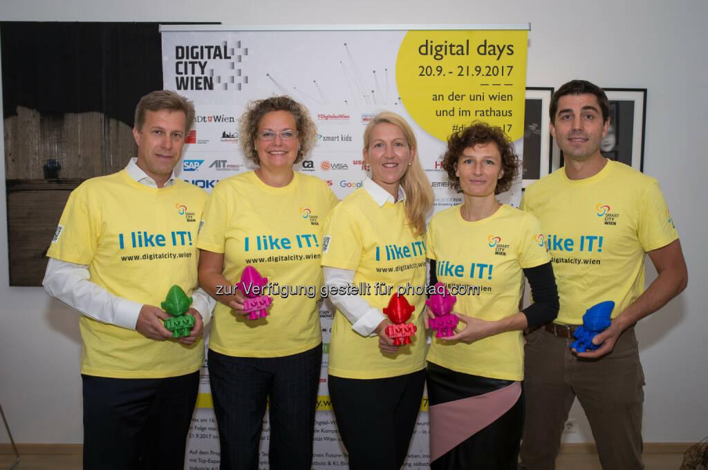 Klaus Schmid (CEO NTT DATA Österreich), Sandra Kolleth (CEO Xerox Austria), Ulrike Huemer (CIO Stadt Wien), Sandra Stromberger (GF In2Make; DigitalCity.Wien), Joe Pichlmayr (CEO IKARUS Security Software; DigitalCity.Wien). - Melzer PR Group: Wien: DigitalDays machen digitale Technologien erlebbar (Fotocredit: David Bohmann), © Aussender (12.09.2017)