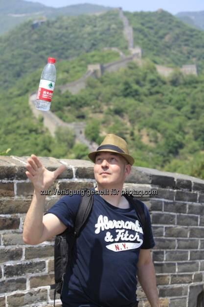 China: Peking Spring 2013 by Dirk Herrmann: Chinesische Mauer, Flasche, Dirk Herrmann (26.05.2013)