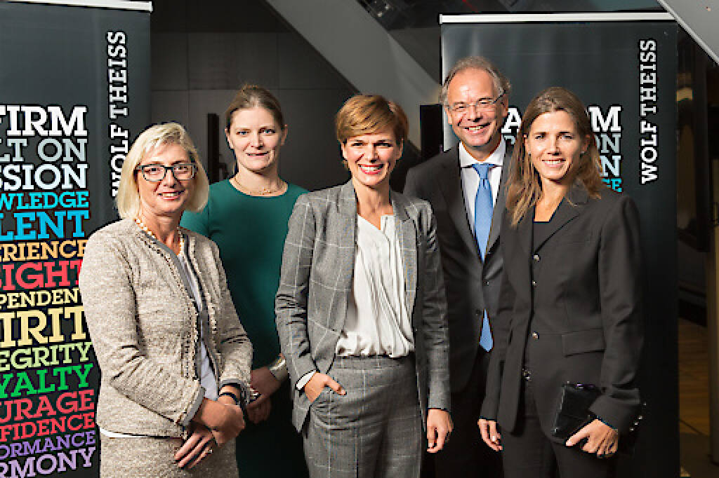 Diskutierten zum Thema Frauenquote: Elisabeth Stadler, CEO Vienna Insurance Group Eva Fischer, Partner Wolf Theiss, Corporate Pamela Rendi-Wagner, Bundesministerin für Gesundheit und Frauen Heimo Scheuch, CEO Wienerberger AG Karin Exner-Wöhrer, CEO Salzburger Aluminium AG, Fotocredit: Wolf Theiss (19.09.2017)