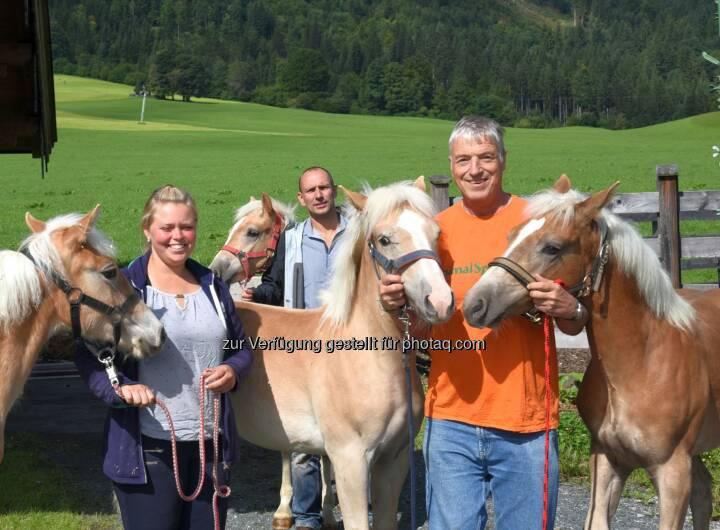 """Katharina Liebergeld, Dr. Franz-Joseph Plank - Animal Spirit: ANIMAL SPIRIT: """"Schlachtfohlen""""-Auktionen wieder in vollem Gang (Fotocredit: ANIMAL SPIRIT)"""