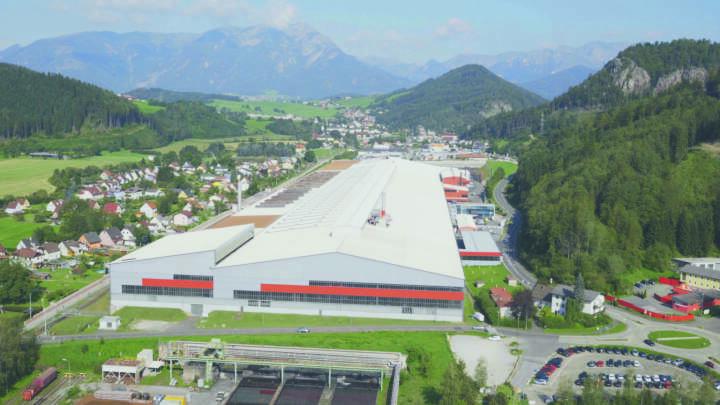 Mit der offiziellen Eröffnung des neuen High-Tech-Drahtwalzwerkes am Sitz der Metal Engineering Division in Leoben/Donawitz (Österreich) baut die voestalpine ihre international führende Position im Bereich Qualitätsdraht weiter aus. Foto: voestalpine