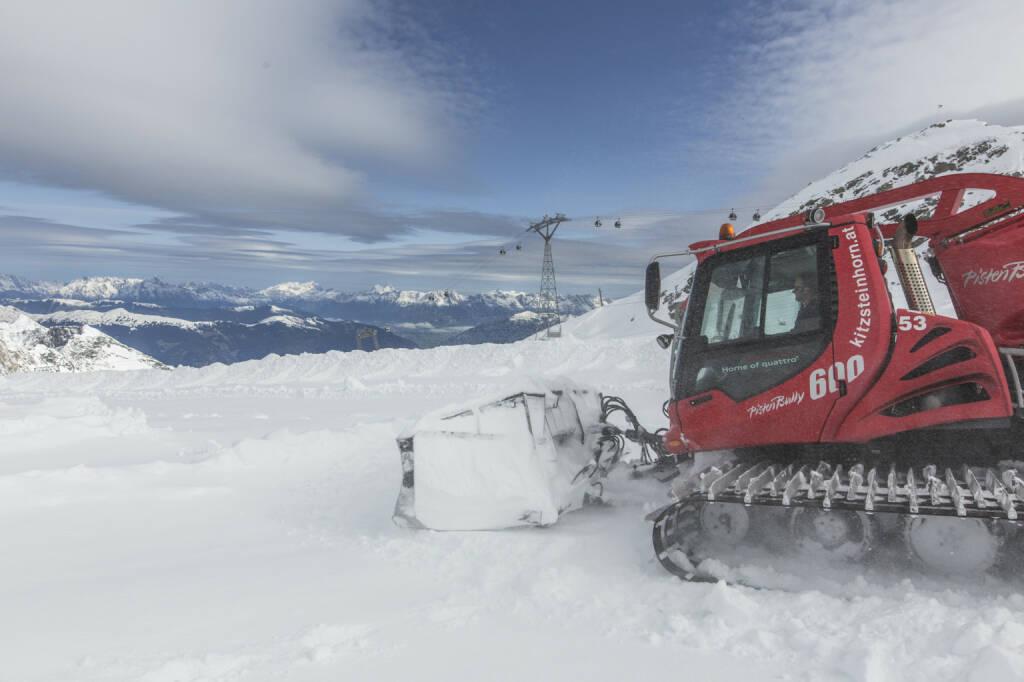 Gletscherbahnen Kaprun AG: Skistart am Kitzsteinhorn, Pistenraupe, Winter, Schnee, Skifahren; Fotocredit: © Gletscherbahnen Kaprun AG/artisual, © Aussendung (27.09.2017)