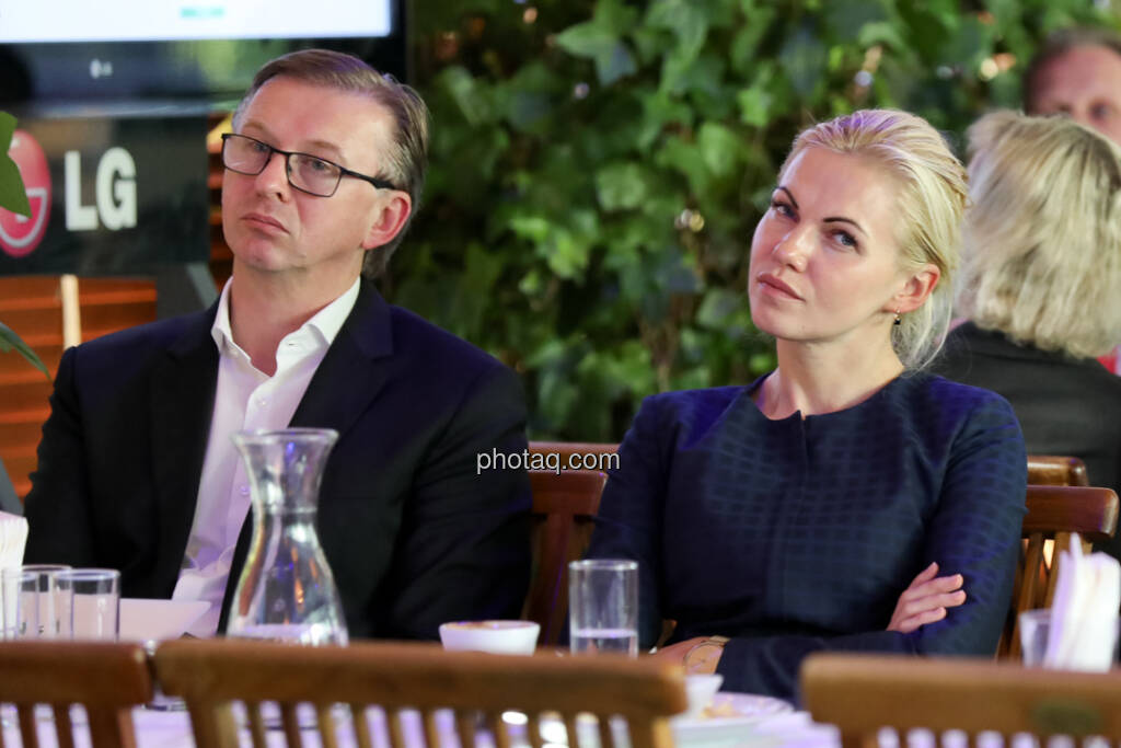 4-your-biz Impact-Investing Konferenz: Albert Reiter (e-fund research), Anete Liepina (e-fund research)  (Fotocredit: Katharina Schiffl for photaq.com) (29.09.2017)