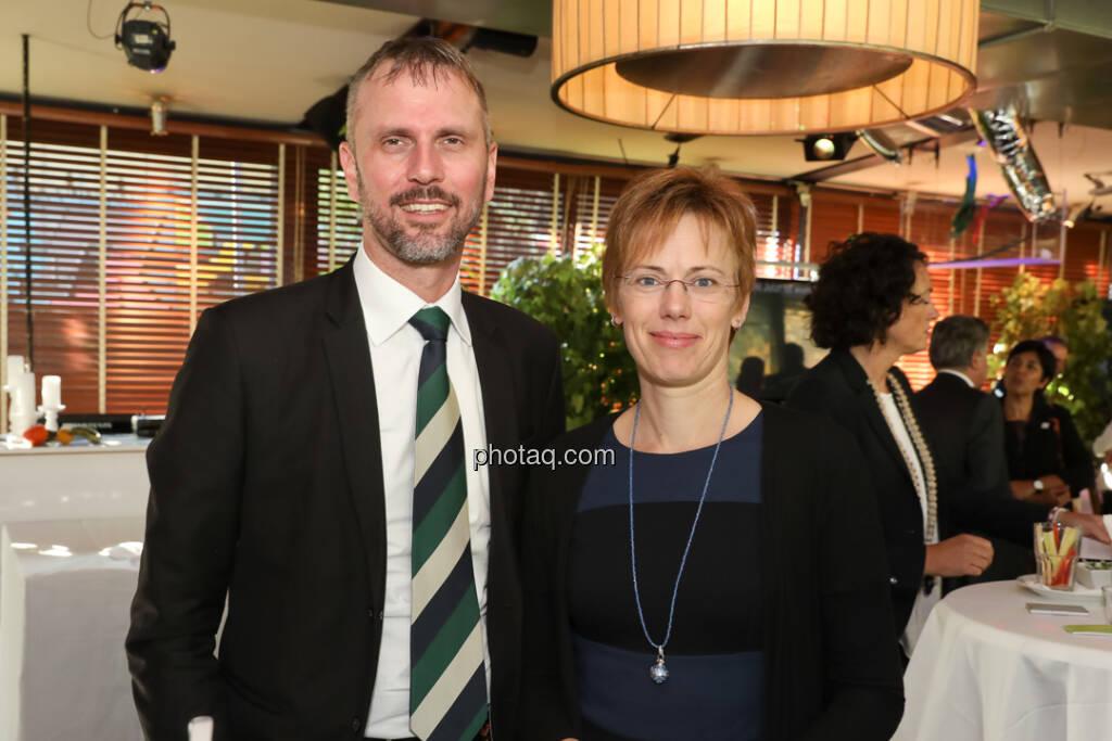 4-your-biz Impact-Investing Konferenz: Hannes Andreas Karre, Sigrid Bernleitner-Sekerka (Bank Gutmann) (Fotocredit: Katharina Schiffl for photaq.com) (29.09.2017)