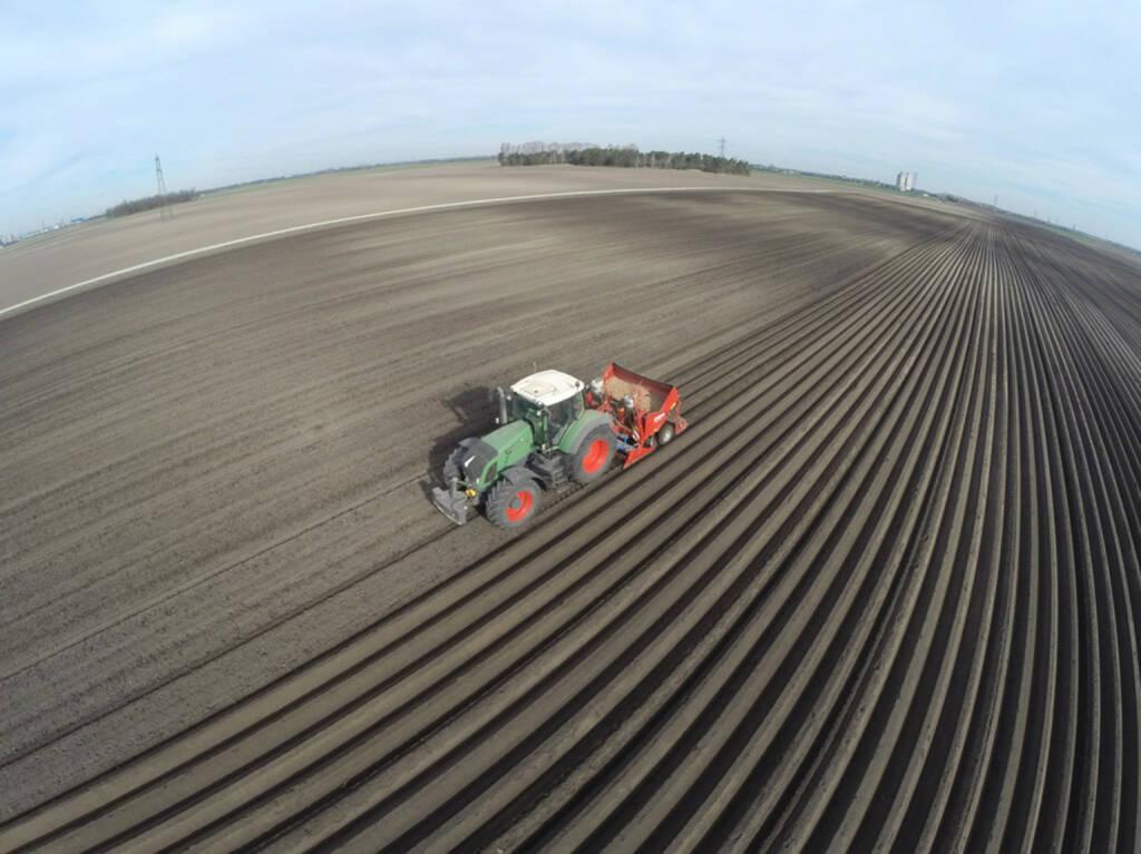 Maschinenring Österreich: RTK Feldbestellung, Traktor, Landwirtschaft, Rohstoffe, Erde, Anbau; Foto: Maschinenring, © Aussendung (05.10.2017)