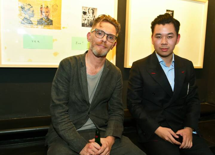"Kunstsammler Martin Ho (rechts) lud in seiner HO Gallery zu TOMAKs Vernissage von ""The Return of Futomaki""; © Christian Jobst"