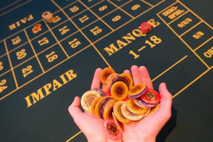 Einsatz, Spiel, erhöhen, Casino, Roulette, Geld, Risiko (Bild: Pixabay/stux https://pixabay.com/de/spielbank-einsatz-jeton-gewonnen-1003148/ )