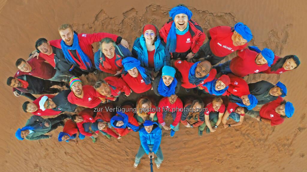 Soziales Engagement und Initiativen für nachhaltigen Tourismus zählen zum Erfolgsgeheimnis von Weltweitwandern. zum Beispiel tauschten sich im Februar 2017 auf Einladung von Weltweitwandern über 30 internationale Reisepartner bei einem Workshop in marokkanischen Sahara über Zukunft und Chancen des nachhaltigen Tourismus aus. - WELTWEITWANDERN GmbH: Weltweitwandern hat den Umsatz verdoppelt (Fotograf: David Köhlmeier / Fotocredit: www.weltweitwandern.com), © Aussender (10.10.2017)