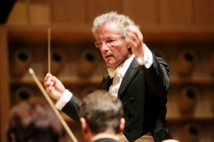 Stardirigent Franz Welser-Möst begeisterte mit dem Cleveland Orchestra im Linzer Brucknerhaus, Fotocredit: RLB OÖ / Strobl