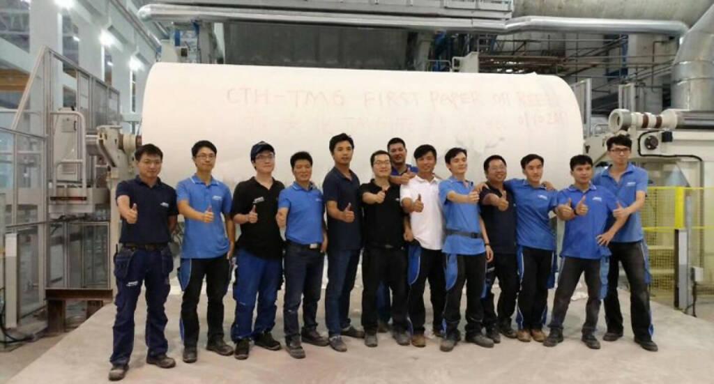 Andritz nimmt zweite Tissuemaschine mit 20-Fuss-Stahlzylinder bei Guizhou Chitianhua, China, erfolgreich in Betrieb. Das erste Papier am Roller der TM6 bei Guizhou Chitianhua © Andritz, © Aussendung (17.10.2017)