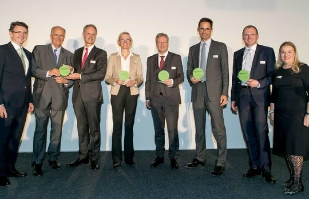 Die besten CEOs und CFOs des Landes stehen fest: Zum 12. Mal wurden die CEO & CFO Awards von Deloitte Österreich und Börse Express und CFO Club Austria verliehen. (vlnr): Bernhard Gröhs (Deloitte), Karl Sevelda und Martin Grüll (in Vertretung für Johann Strobl, Raiffeisen Bank International), Monika Stoisser-Göhring (AT&S), Reinhard Florey (OMV), Stefan Doboczky (Lenzing), Gerald Mayer (AMAG) und Karin Mair (Deloitte). Fotocredit: BE/Draper (18.10.2017)
