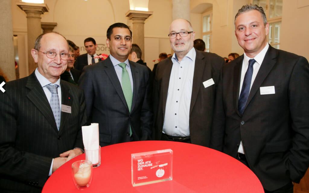 Bawag-IPO: Ludwig Nießen (CTO und COO Wiener Börse), Bawag-CEO Anas Abuzaakouk, und Wiener Börse-Mitarbeiter, Fotocredit: Wiener Börse (26.10.2017)