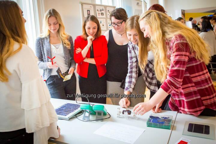 Österreichischer Verband für Elektrotechnik OVE: Girls! TECH UP 2017 – 600 Mädchen stürmten das Ingenieurhaus (Fotocredit: OVE/Nina de Boes)
