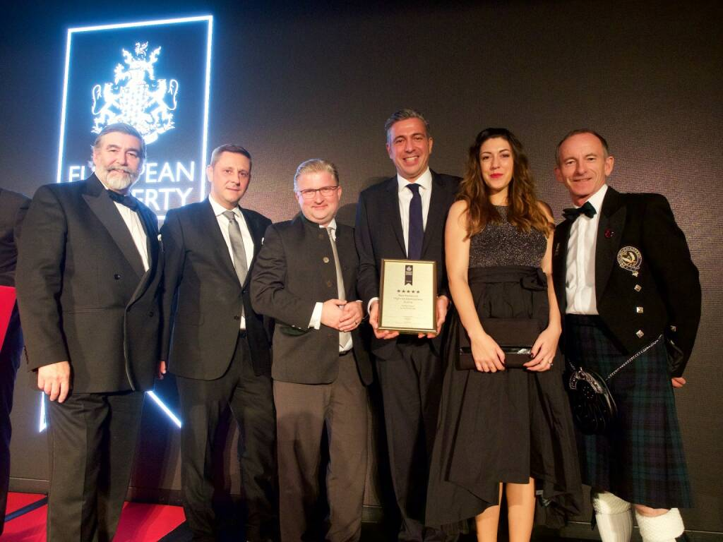 Seestadt-Aspern-Projekt der BUWOG in London mit European Property Award ausgezeichnet; Viscount John Thurso (Member of the House of Lords), Roman Grandits (Projektleiter BUWOG), Peter Friedrich Berchtold (Vertriebsleiter BUWOG), Andreas Holler (Geschäftsführer BUWOG), Bianca Maria Bürger (Marketing Managerin, BUWOG), Stuart Shield (Chairman International Property Awards): Copyright: Chris Sharp, © Aussendung (31.10.2017)