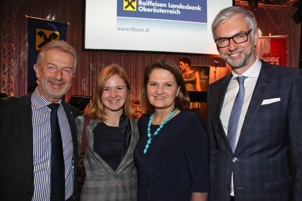 BMW Steyr-Chef Gerhard Wölfel, Elisa Mairinger und Gertrude Schatzdorfer-Wölfel (Schatzdorfer Gerätebau), Landeshauptmann-Stv. Michael Strugl, Fotocredit: RLB OÖ/Strobl (01.11.2017)