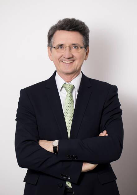 Deloitte bleibt internationaler Spitzenreiter unter den Big Four. Das globale Netzwerk weist einen Gesamtumsatz von 38,8 Mrd. US Dollar (2015/16: 36,8) auf. Auch Deloitte Österreich verzeichnet ein erfolgreiches Geschäftsjahr 2016/17. Laut aktuellem Transparenzbericht wurden am österreichischen Markt Umsätze von 159,8 Mio. Euro (2015/16: 156,8) erzielt. Bernhard Gröhs, CEO von Deloitte Österreich, Fotocredit: Deloitte, © Aussender (02.11.2017)