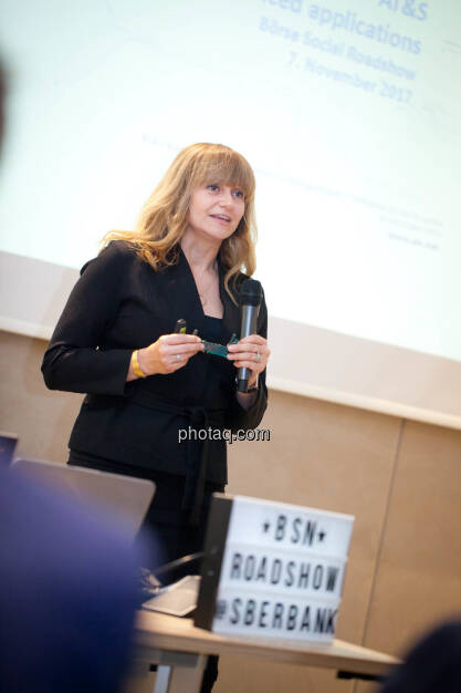 Elke Koch, Director IR & PR AT&S (Fotocredit: Michaela Mejta for photaq.com), © Michaela Mejta (08.11.2017)