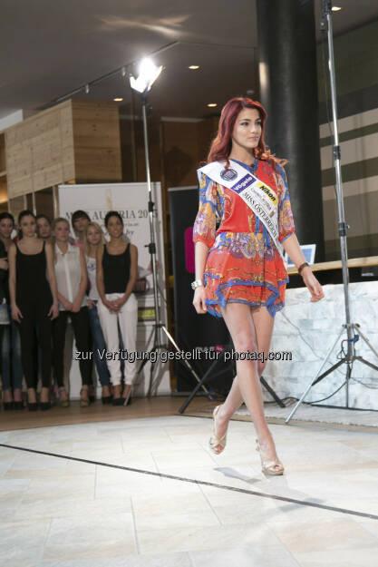 Catwalktraining mit der amtierenden Miss Austria Amina Dagi, (c) PULS 4 Nick Albert (01.06.2013)