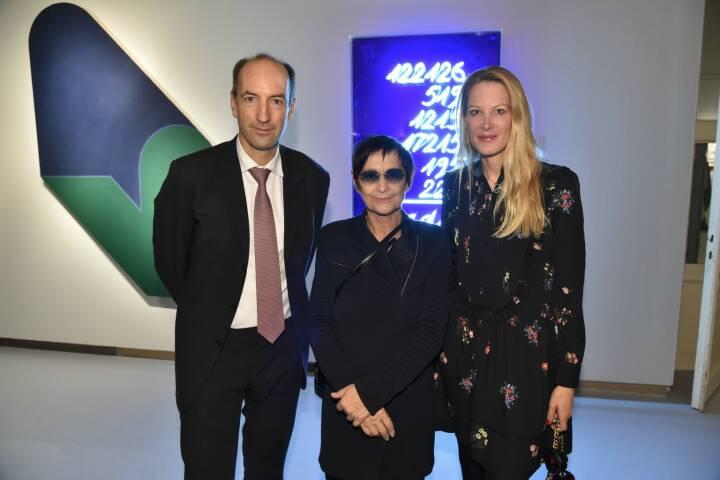 Herausgeber Christoph und Eva Dichand mit Künstlerin Brigitte Kowanz, © leisure.at/Christian Jobst