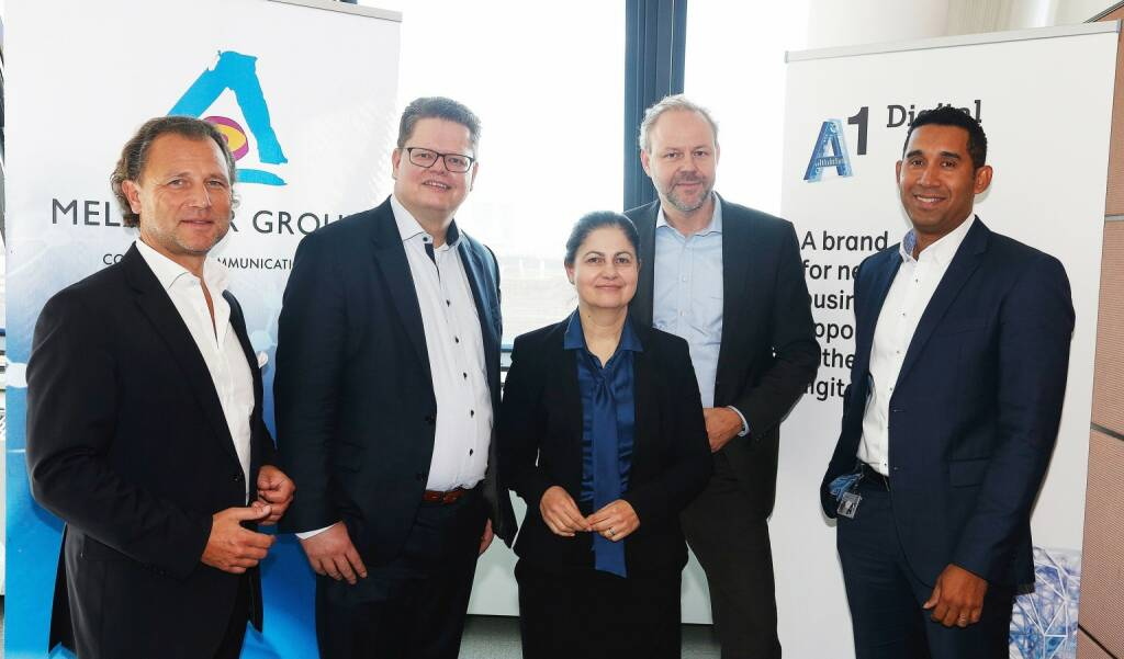 "Im Rahmen der 15. Ausgabe des von Fraunhofer Austria, Capgemini, NTT DATA sowie Melzer PR initiierten Executive Formats ""Chefsache Industrie 4.0"" präsentierten A1 Digital und Software AG cloud-basierte Lösungen für digitales Asset Management in Wien. v.l.n.r.: Rudolf Melzer (Melzer PR Group) mit Oliver Edinger (Software AG), Elisabetta Castiglioni (A1 Digital), Gerald Friedberger (Software AG) und Francis Cepero (A1 Digital). Copyright: Melzer PR Group, © Aussender (16.11.2017)"
