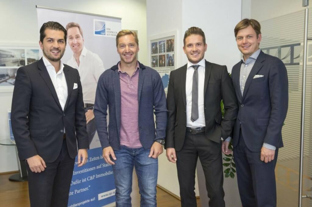 Gemeinsam mit Ex-Ski-Star Hans Knauß startet der renommierte Bauträger C&P sein 6. Immobilien-Crowdfunding bei HOME ROCKET. In Hirschstetten im 22. Wiener Gemeindebezirk entsteht ein neues Wohnhaus mit 56 modernen Wohneinheiten. Schnellentschlossene Anleger profitieren bis 6. Dezember vom Early-Bird-Zinssatz in Höhe von 5,5 % p.a., die Laufzeit beträgt nur zwei Jahre. Copyright: C&P Immobilien (22.11.2017)